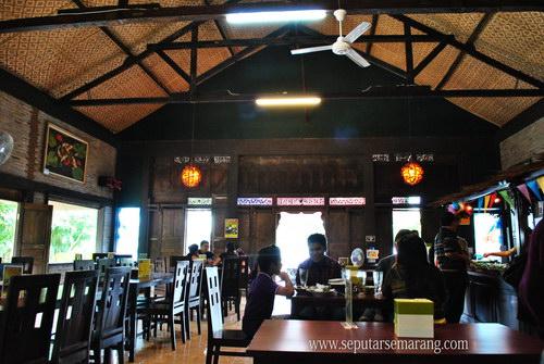 Suasana Rumah Makan Mbah Jingkrak