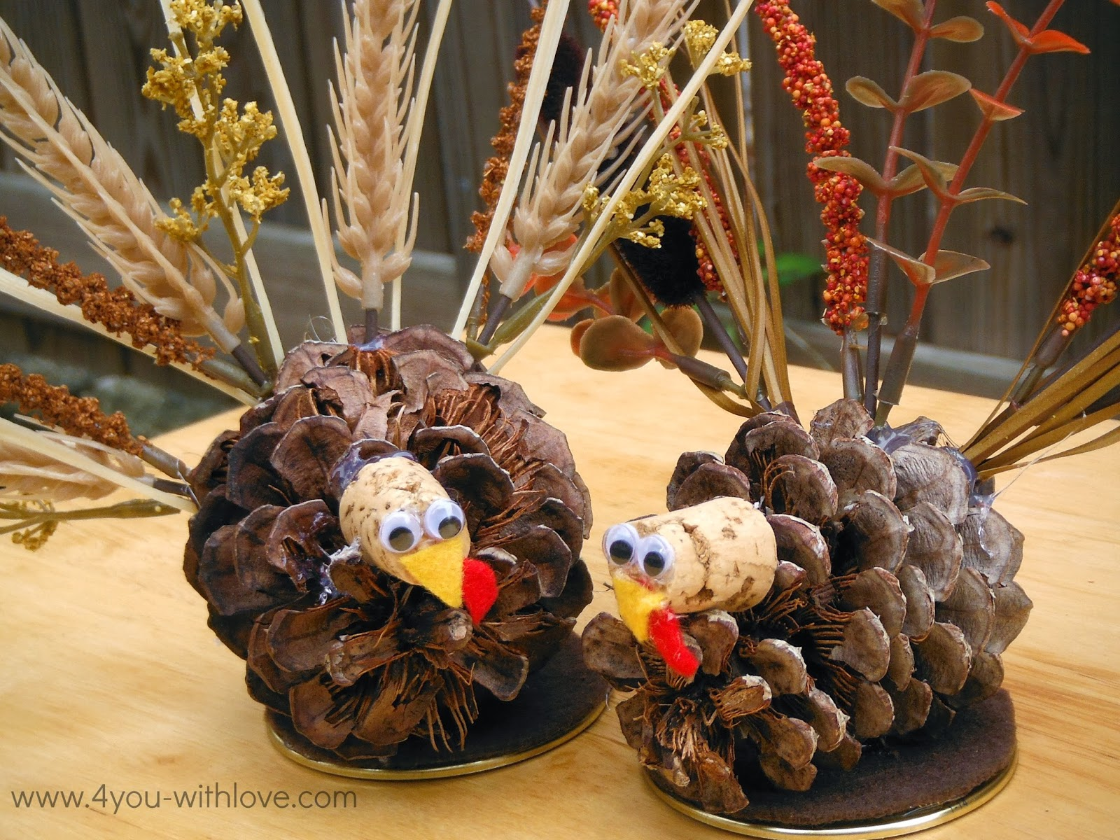 Pinecone Turkey Table Decorations Turkeytablescapes 4