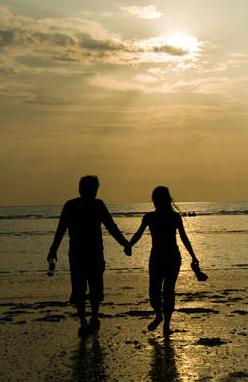 أذا فعل الرجل هذه التصرفات .. فانتبهي .. إنه يحبك  - Romantic-Beach