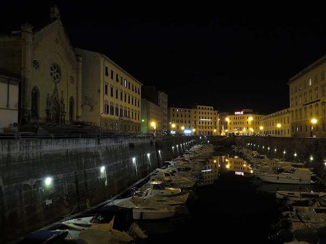 Veduta notturna del Fosso Reale dal ponte del Mercato, Livorno