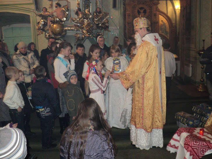 Діточки із Зарваницької парафії молились молитву , розповідали вірші та співали пісні св.Миколаю