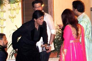 Shahrukh Khan celebration at Amitabh Bachchan House