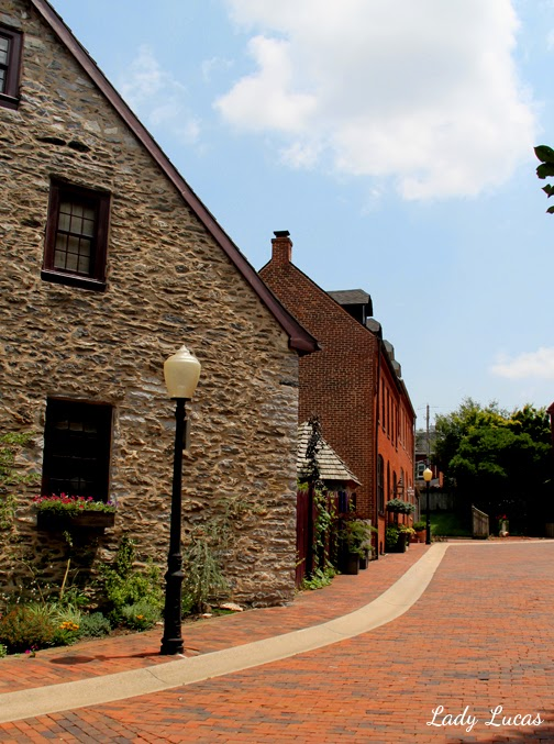 Old Town Lancaster, PA Lady Lucas