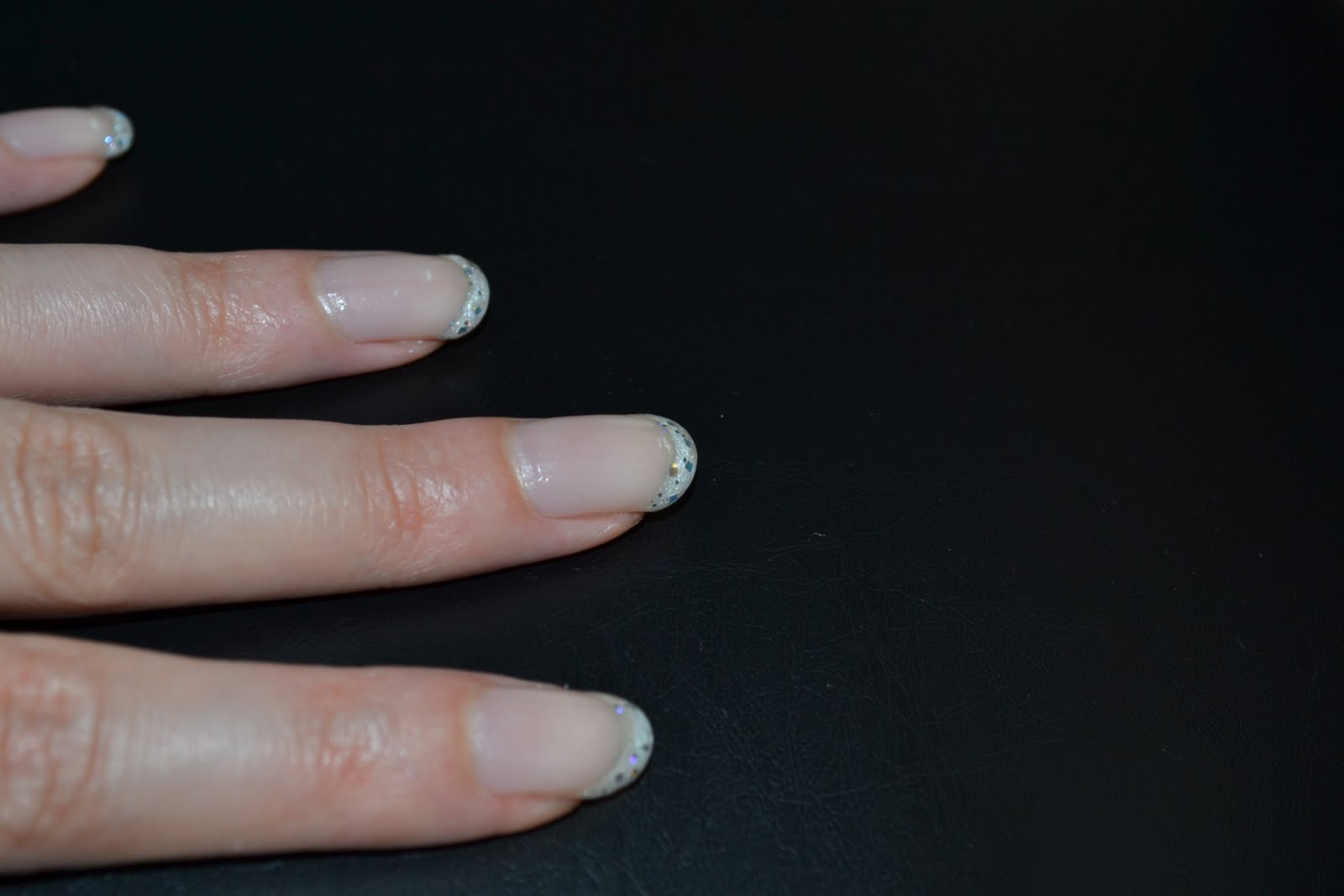 Buy it - Love it - Blog it!: Nails #1: French Manicure in Glitzer