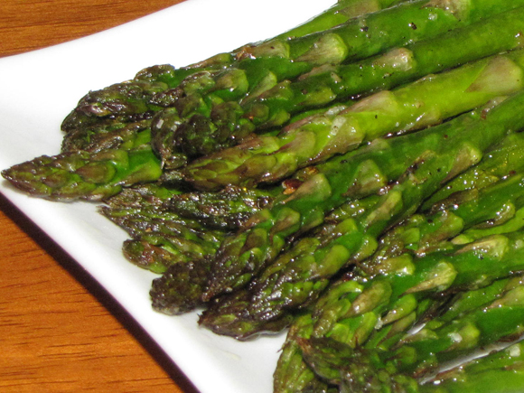 Pinch of Lime: Oven Roasted Asparagus with Garlic