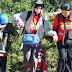 Pendaki Tunanetra Taklukkan Puncak Gunung Papandayan