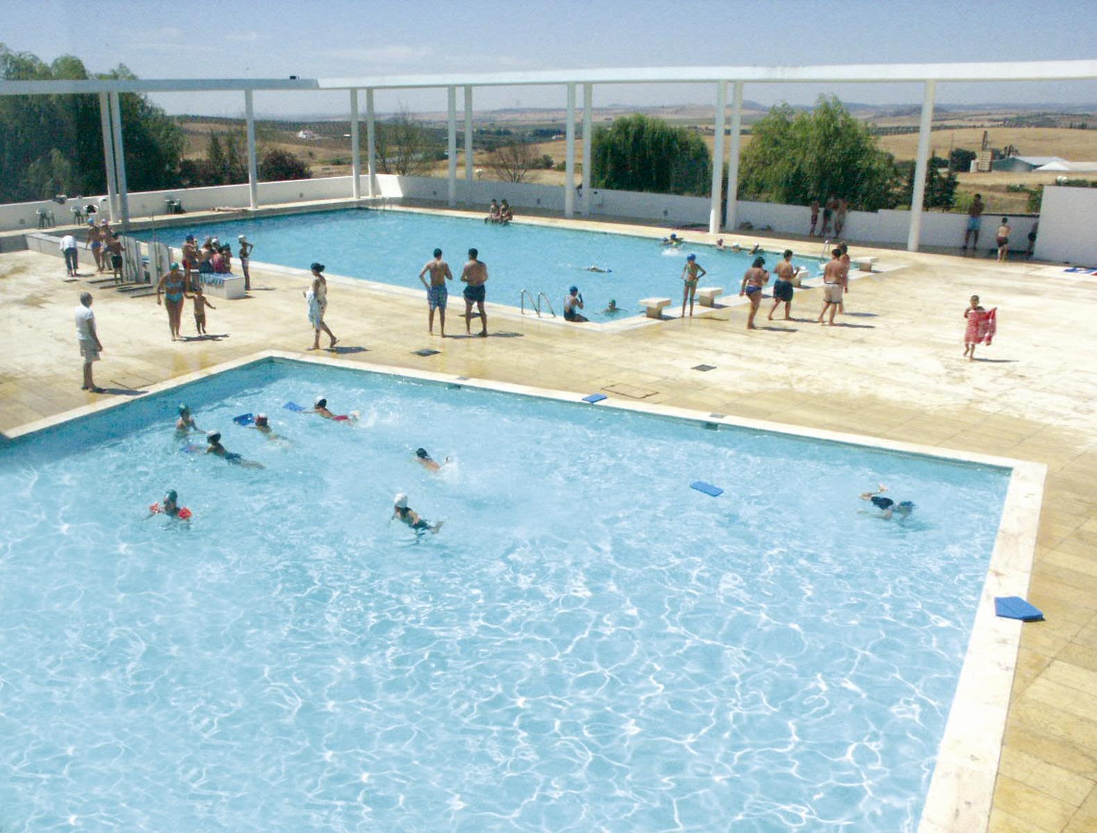 Hidden architecture campo maior swimming pool for Piscinas en el campo