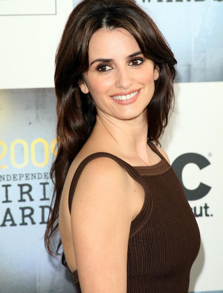 Fresh Look Celebrity Penelope Cruz Hairstyles 49