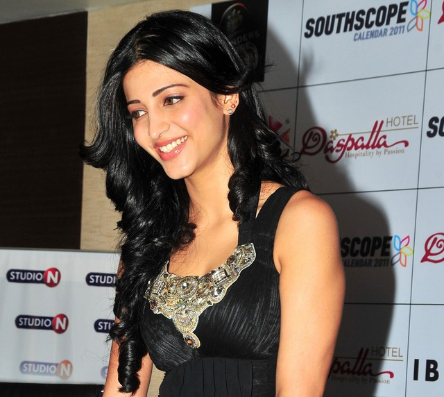 shruthi hasan at scope calender function