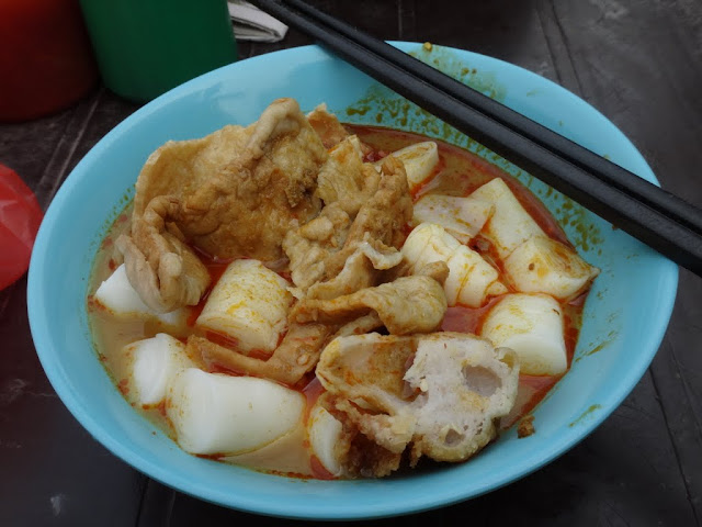 Chee Cheong Fun (rice noodle) in curry sauce is one of the Malaysia popular dishes