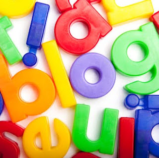 The word blog in magnetic letters