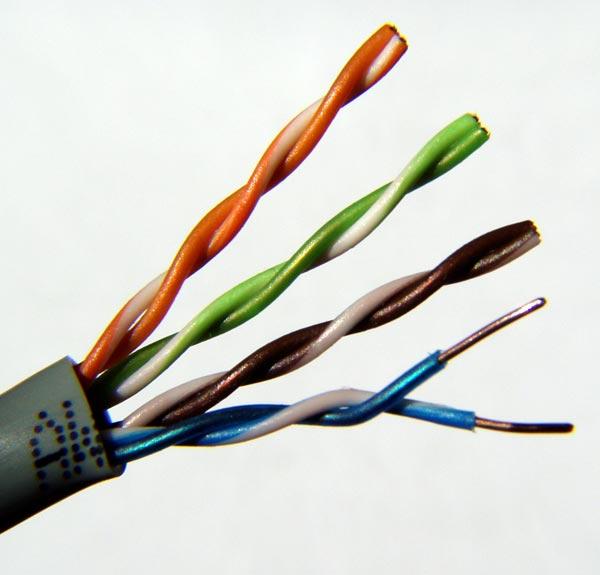 Gambar 2-2: Kabel UTP Cat5
