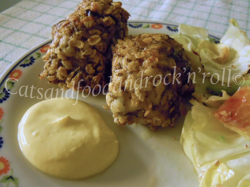 fusi di pollo in crosta di fiocchi d'avena e salsa di yogurt alla senape (