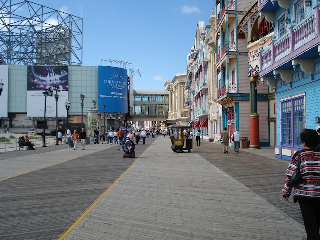 ATLANTIC CITY - RUA BEIRA MAR E FACHADA DO SHOPPING