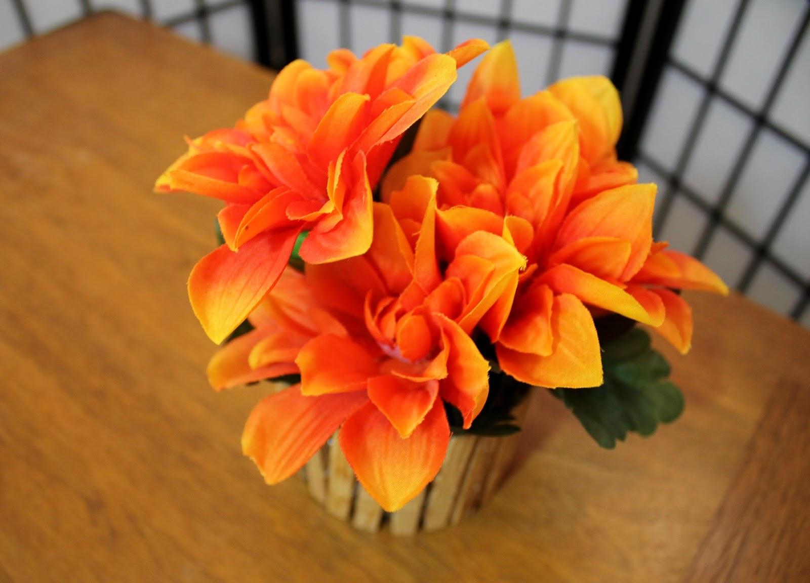 Flores Artificiales En El Florero De Cristal Imagen de  - Imagenes De Floreros Con Flores Artificiales