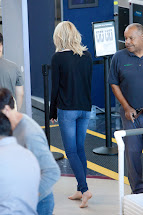 Barefoot Celebrities Emma Stone Airport