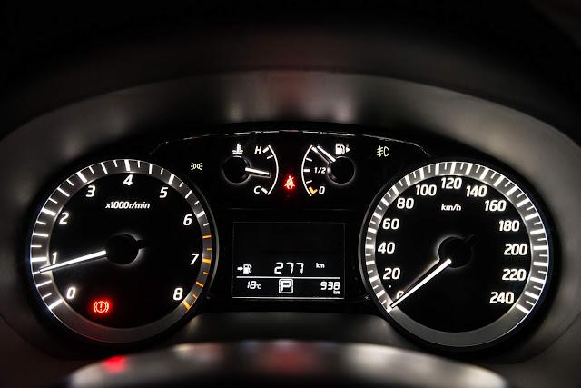 Nissan Sentra 2016 - cluster de instrumentos