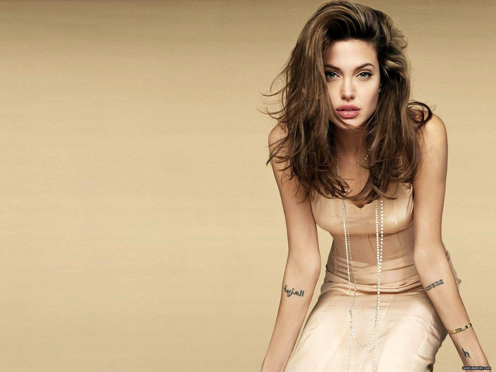 http://2.bp.blogspot.com/-sNY10ZQan7o/UBTlCA8nGhI/AAAAAAAAMbU/5IOM6jGySS8/s1600/Angelina-Jolie-211.jpg