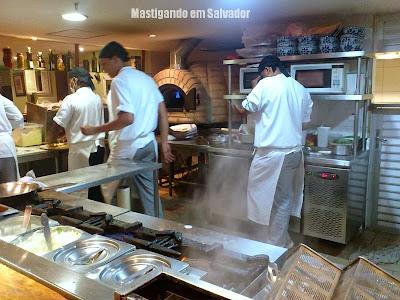 Oliva Gourmet: cozinha da loja do Salvador Shopping