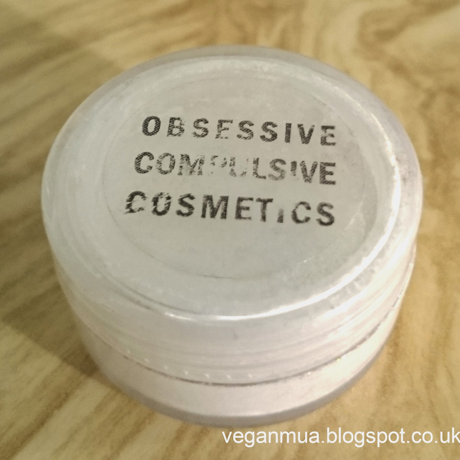 OCC Pure Cosmetic Pigment in White Closed