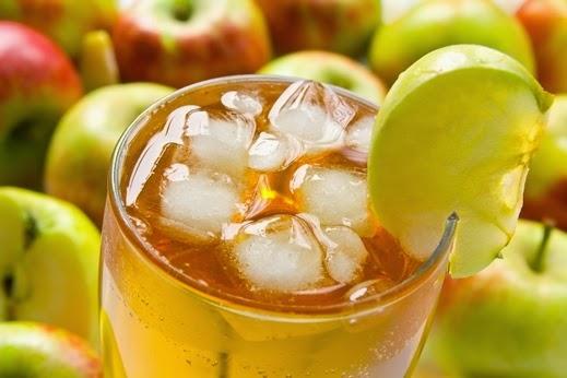 طريقة عمل عصير مكعبات التفاح 