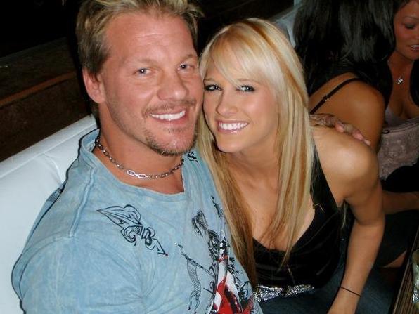 Chris jericho en un noviasgo secreto con Kelly Kelly, ex diva profesional de la wwe, jericho y kelly kelly beso