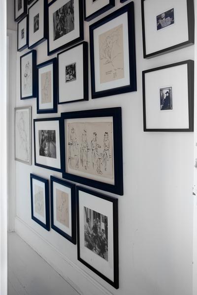 decorar pasillo con cuadros