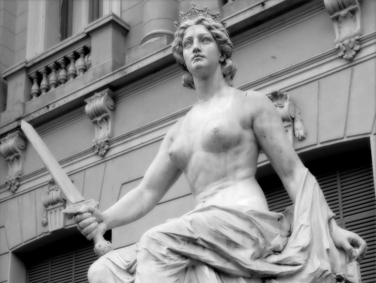 http://2.bp.blogspot.com/-sP00RpTU7WQ/US06oW4InCI/AAAAAAAAAJE/rfHAF1FWyRE/s1200/La+Justicia+(escultura+de+Lola+Mora.jpg