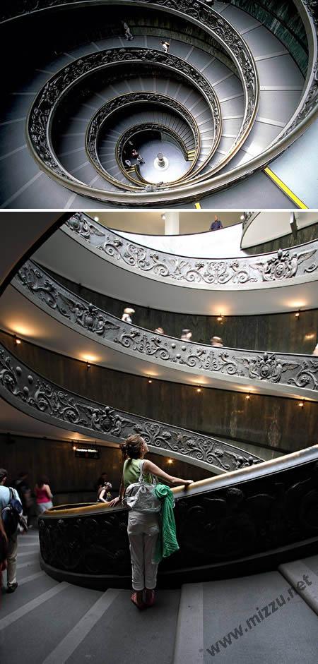 Tangga spiral di Museum Vatikan (Italia)
