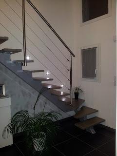 escalier moderne limon central contemporain garde corps rambarde inox bois spots intégré métalique métal