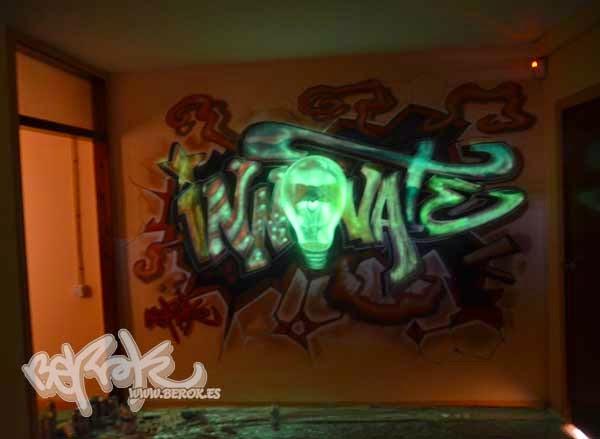 Graffiti bombilla fluorescente poltergeist