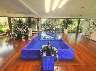 piscina+en+el+salon Piscinas en el salón de casa.