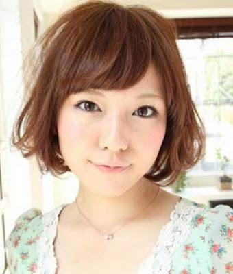 model potongan rambut side layered bob berponi wanita jepang