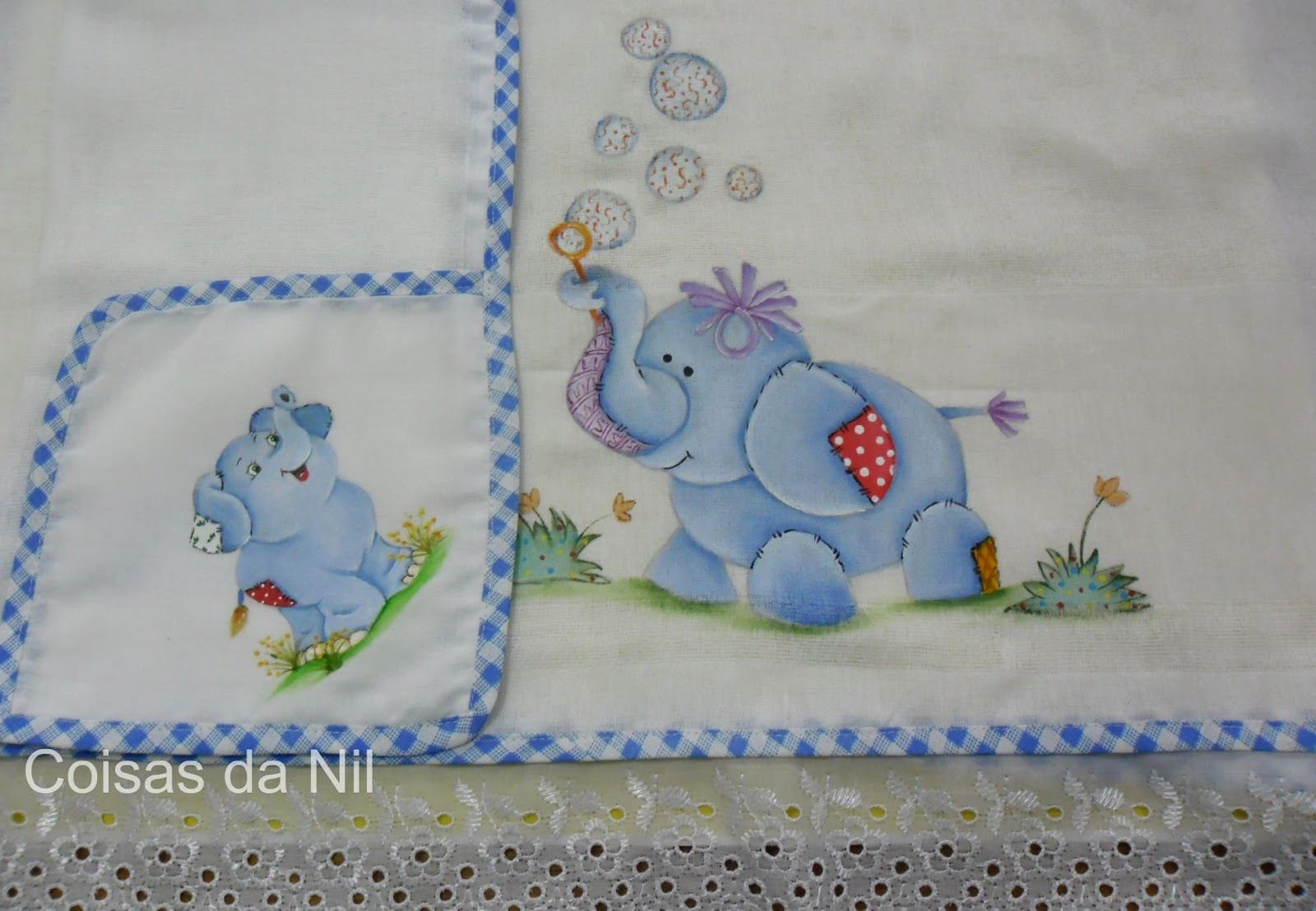 Pintura em tecido - Fralda grande com elefantinho soltando bolhas de
