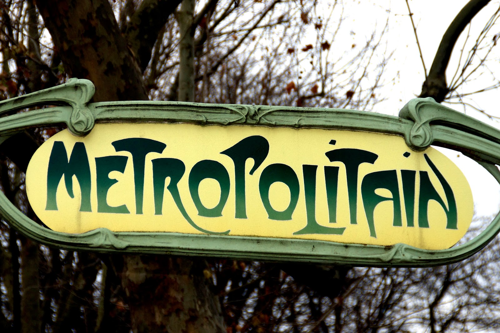 Metro Monday Porte De Clichy And Metro Book On Sale Cleared And
