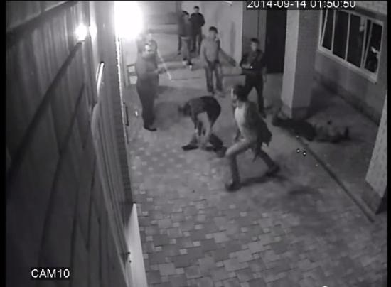 Video: Petinju Rusia Meng-KO Anggota Gangster Untuk Melindungi Istri