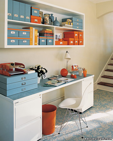 http://2.bp.blogspot.com/-sPfu4vhTOOY/TgDwjjWhKoI/AAAAAAAAA3M/r_Y_l2ol0cs/s640/orange+and+blue+office+via+martha+stewart.jpg