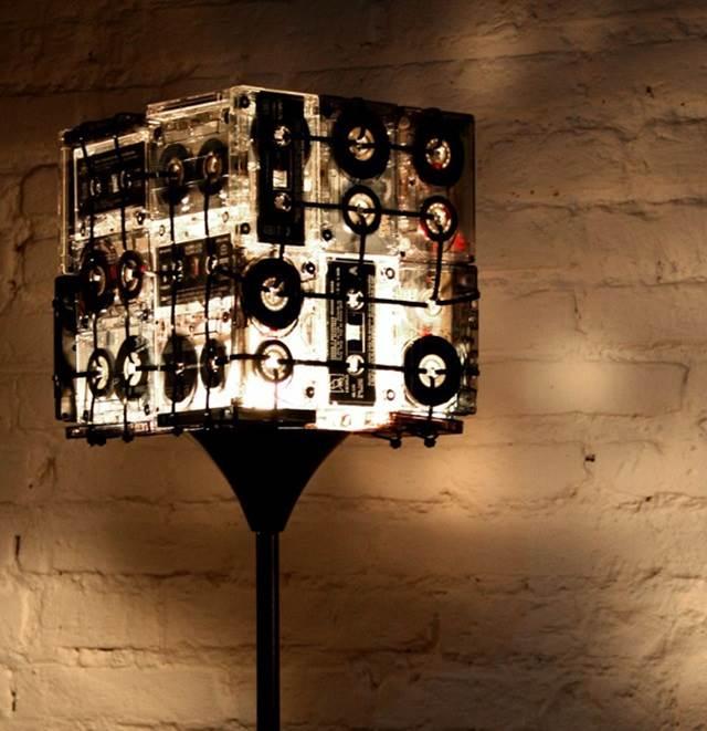 lampu diperbuat daripada kaset