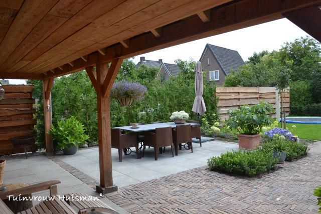 Tuindesign robuust romantische tuin - Idee terras ...