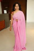 Singer Sunitha dazzling saree photos-thumbnail-14