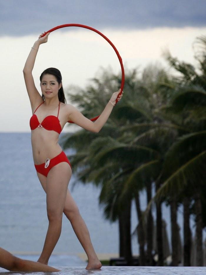 Hoa Hậu Việt Nam mặc bikini tỏa sắc bên bể bơi 27