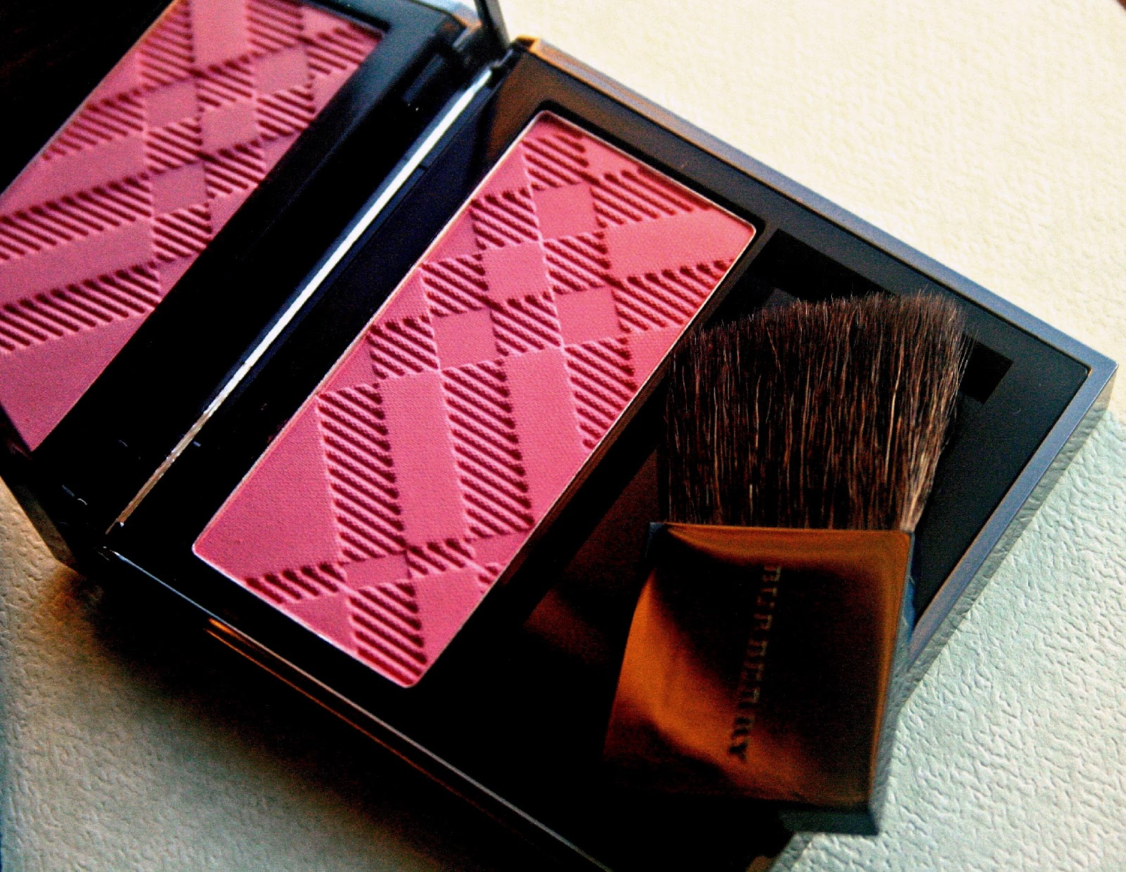 BurberryLight Glow Natural Blush in Coral Pink Burberry Spring/Summer 2013 Makeup Collection