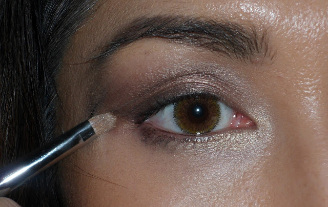 Adding light eyeshadow to the v on small eyes