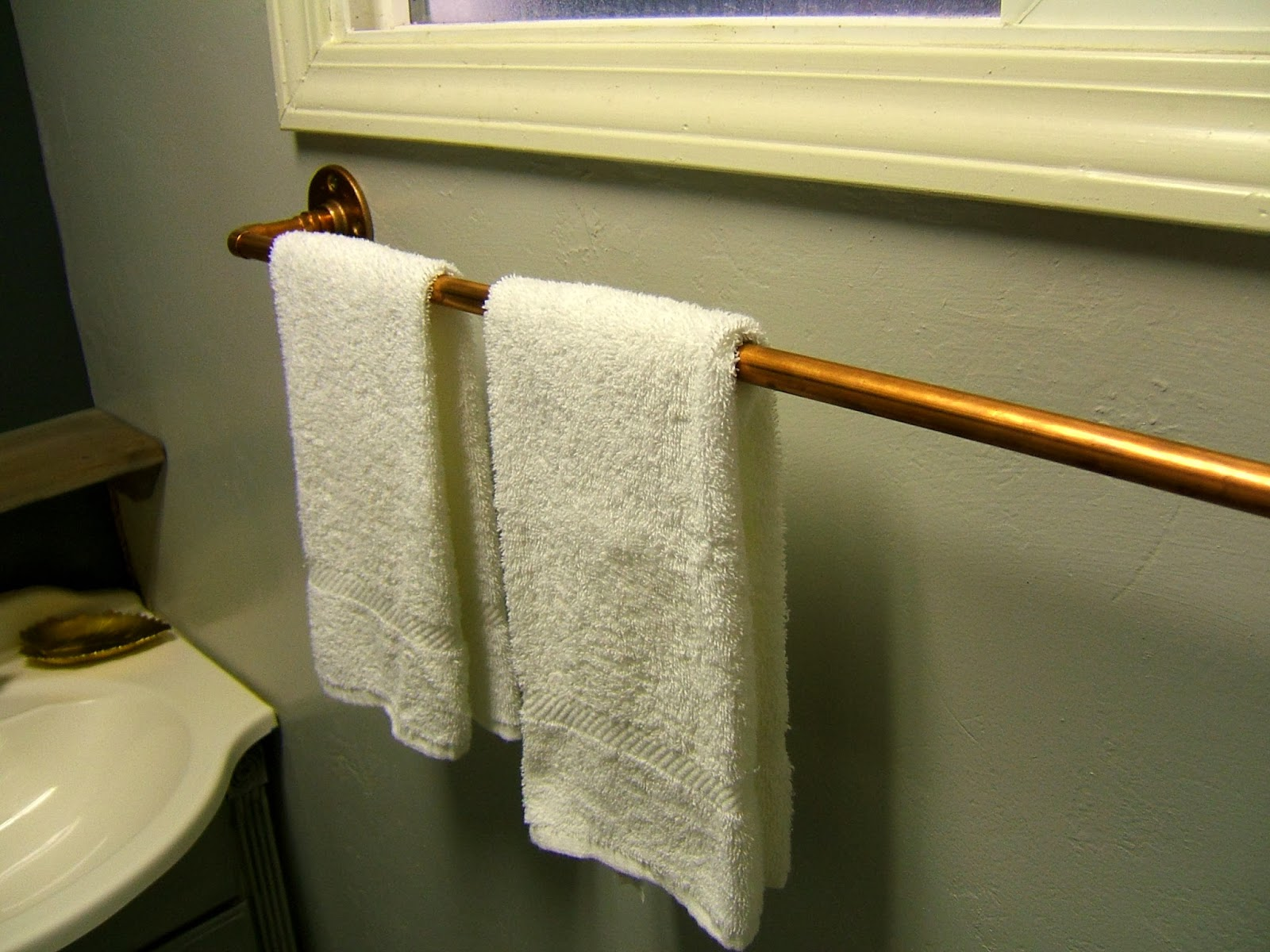. Nine Red  DIY Copper Towel Rack