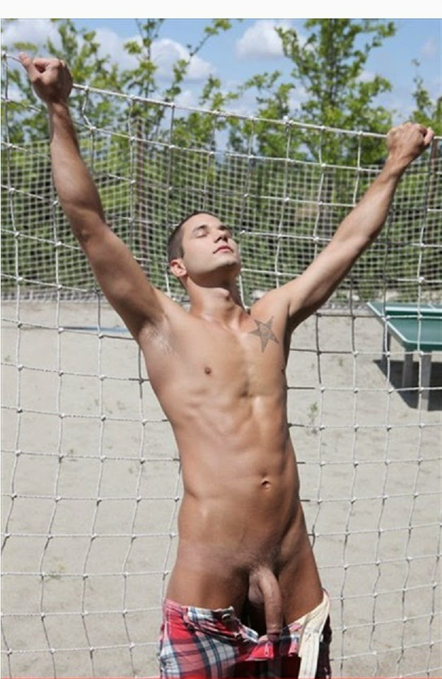 Naked Bulges 23