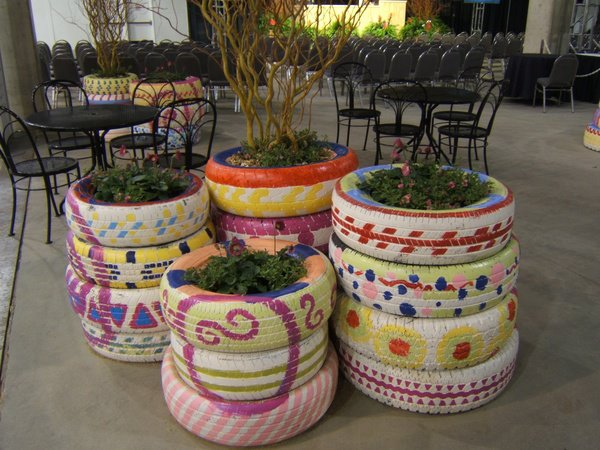 Gardens ideas recycle tires old tires tires planters for Using tyres as planters