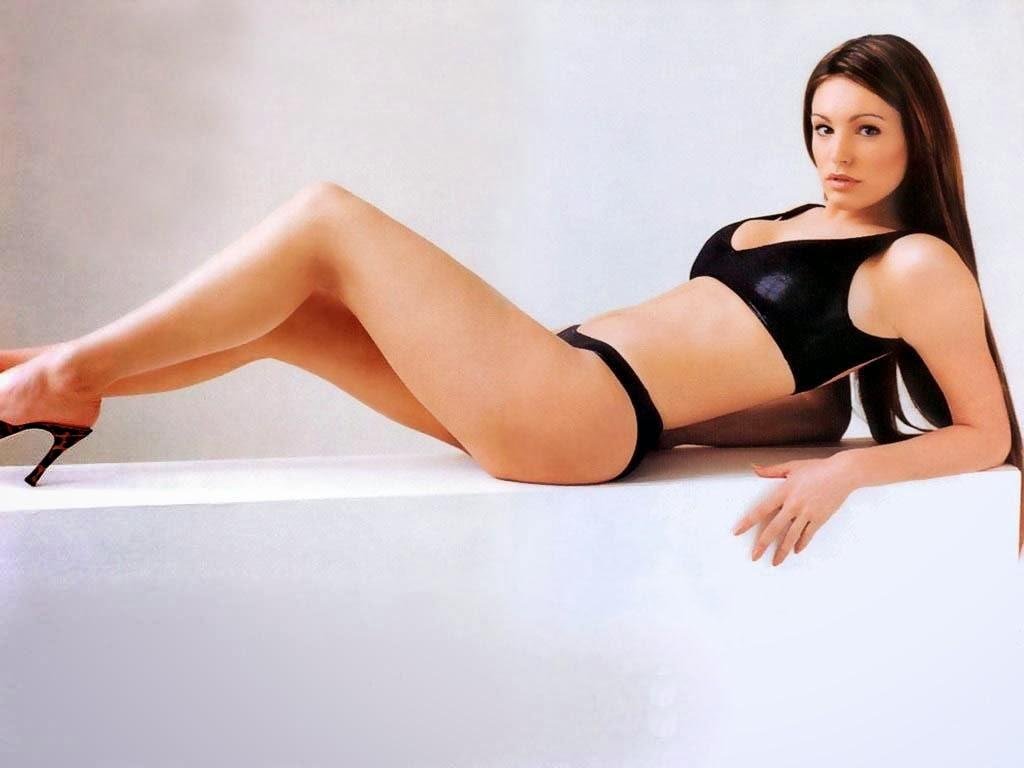 Kelly Brook Hot Model Bikini Body