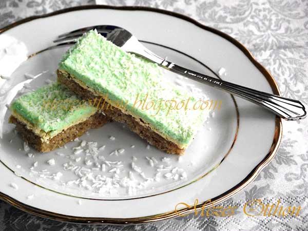 finom diós sütemény mandulakrémmel fotó