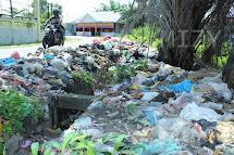 Pemandangan Tumpukan Sampah Di Kota Pekanbaru - Lancang