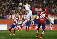 Dengan tambahan satu poin ini, Madrid ada di posisi dua klasemen dengan raihan 15 poin. Sementara itu, Atletico ada di posisi lima dengan koleksi 13 poin.  Susunan Pemain:  Atleticco: Oblak, Godin, Luis, Juanfran, Jose, Tiago, Griezmann, Oliver (Carrasco 46), Gabi, Torres (Martinez 64), Correa (Vietto 58)  Madrid: Navas, Varane, Ramos, Marcelo, Carvajal (Arbeloa 42), Kroos, Casemiro, Modric, Ronaldo, Isco (Bale 66), Benzema (Kovacic 77)